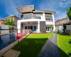 4 Bed 5 Bath in South Pattaya for 17,500,000 THB PC5871