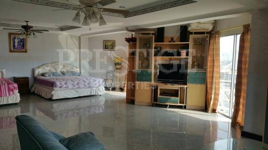 beautiful condo with the good location on pratumnak hill    for sale in Pratumnak Pattaya