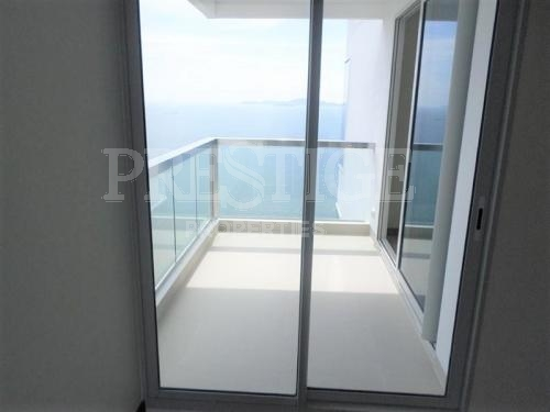 2 bedrooms luxury 5 star beachfront condo for sale for sale in Wong Amat Pattaya