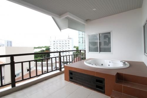 4 Bed 4 Bath in Pratamnak for 21,000,000 THB PC6683