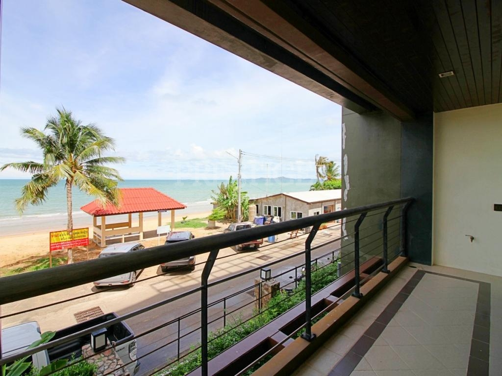 3 Bed 3 Bath in Na-Jomtien / Bang Saray PC3496