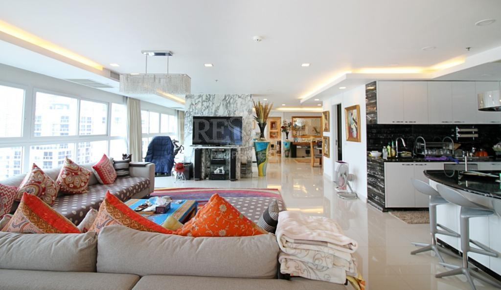 2 Bed 3 Bath in Pratamnak for 26,900,000 THB PC7424