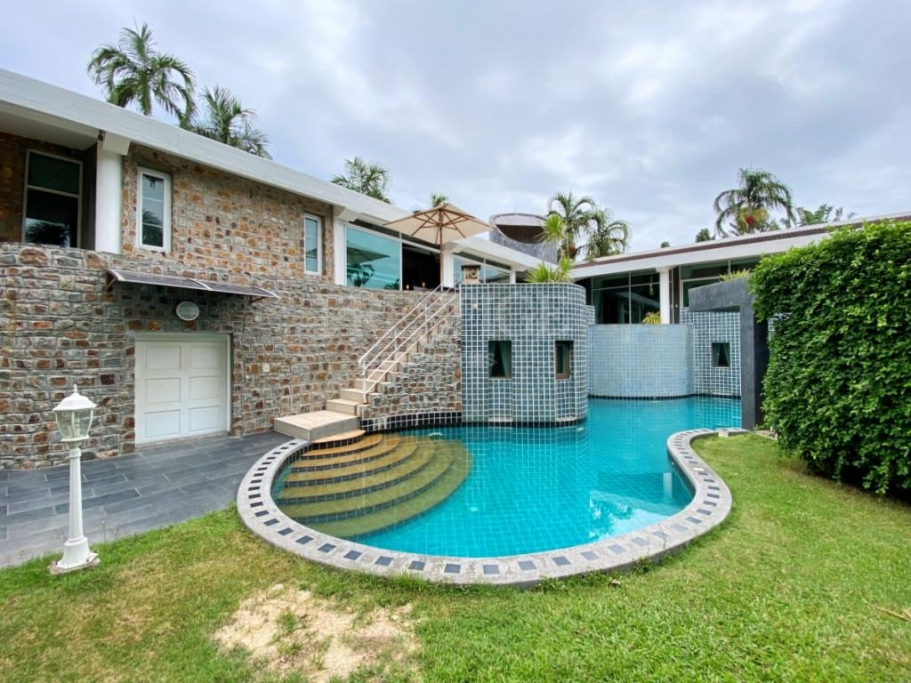 7 Bed 6 Bath in East Pattaya for 29,500,000 THB PC8454