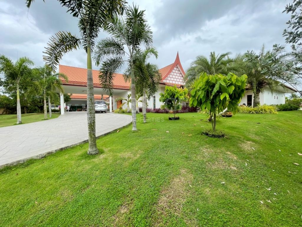 6 Bed 8 Bath in East Pattaya for 45,000,000 THB PC8610
